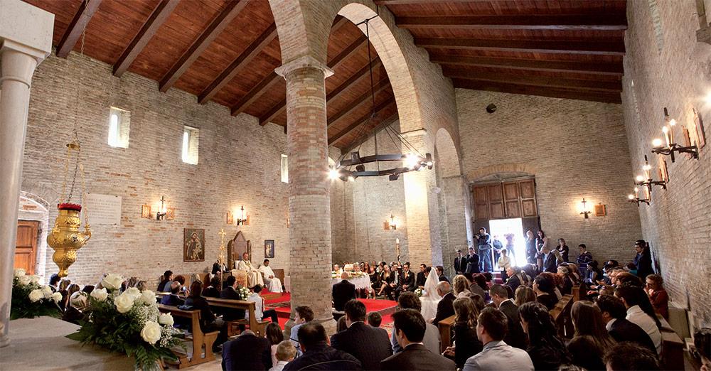 Interni del Santuario di Santa Maria a Mare